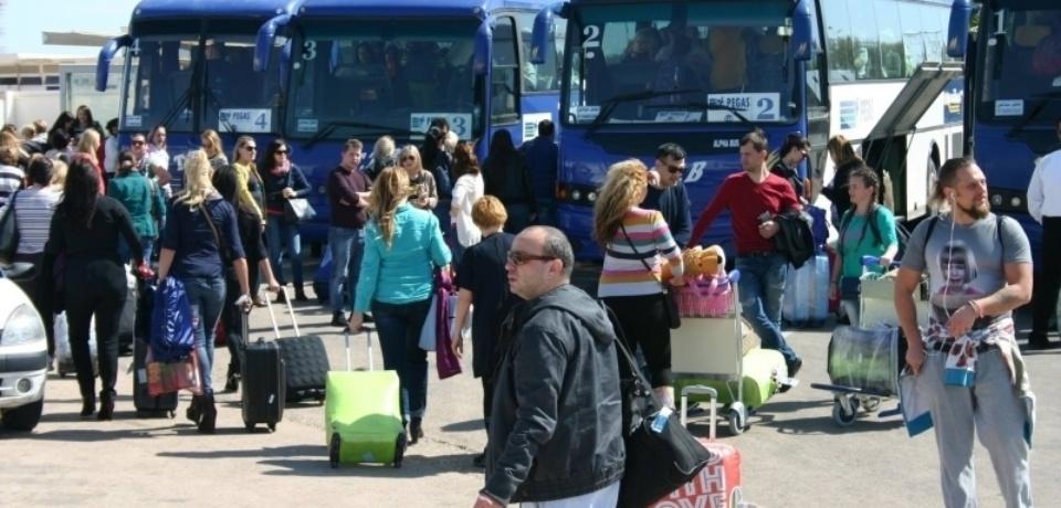 Location des bus, minibus, microbus, 4*4, quad, sorties en bateau pour groupes touristes en Tunisie